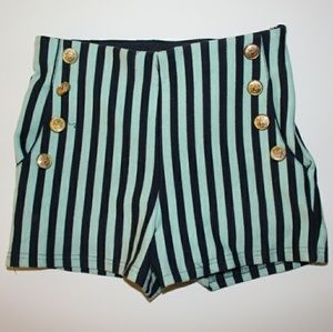 Beautiful sailor shorts!⛵